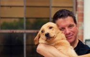 Защо кучетата не обичат да бъдат гушкани?